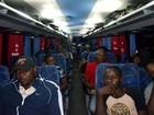 Acre envia dois ônibus com imigrantes para a região Sul