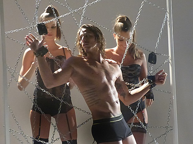 Robertão mostra toda a sua sensualidade em ensaio fotográfico (Foto: Cláudia Castilho/ Gshow)