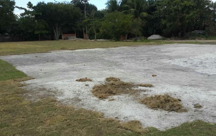 Santa Cruz da Cabrália gramado  (Foto: Globoesporte.com)