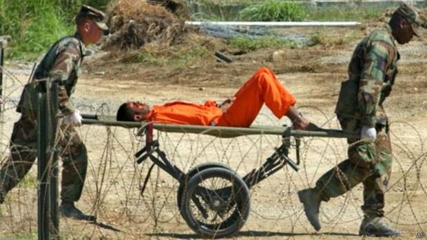 A prisão de Guantánamo, em Cuba, era um dos locais onde os prisioneiros eram interrogados com brutalidade  (Foto: AP)