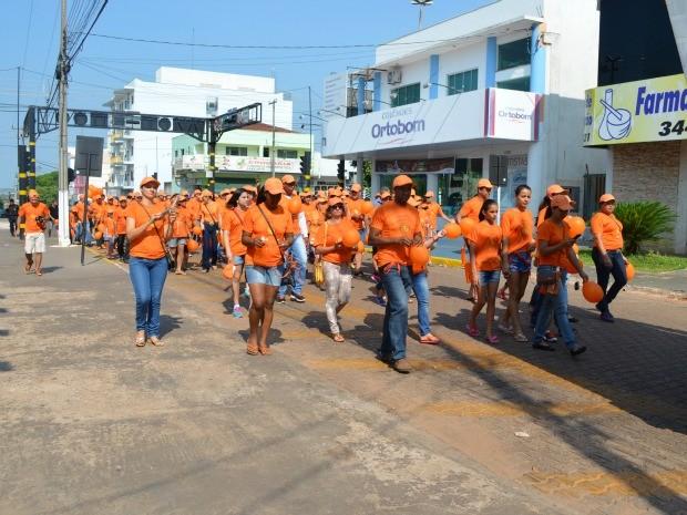 A 'Caminhada Passos que Salvam' teve como objetivo alertar sobre o câncer entre os jovens.   (Foto: Magda Oliveira/G1)