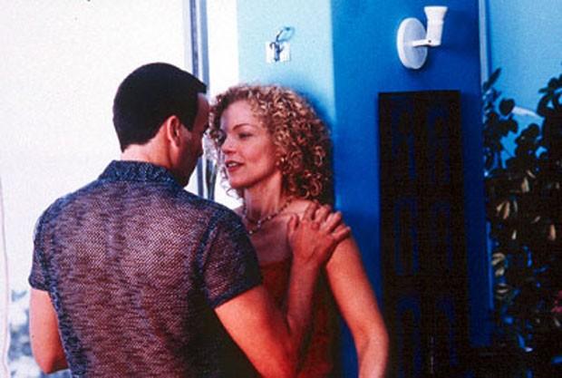 Alexandre Borges como Acacio e Amy Irving como Mary Ann em Bossa Nova (Foto: Divulgação)