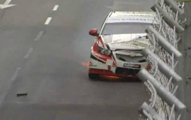 Momento da batida de Phillip Yau no circuito de Macau (Foto: Reprodução)