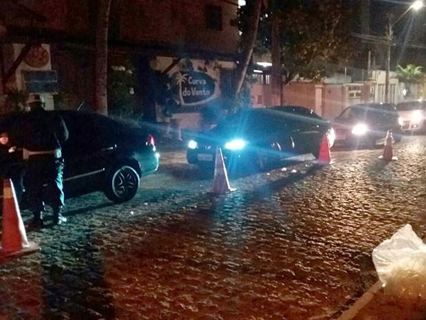 Blitz foi iniciada na madrugada desta quinta (31), em Ponta Negra (Foto: Divulgação/PM)