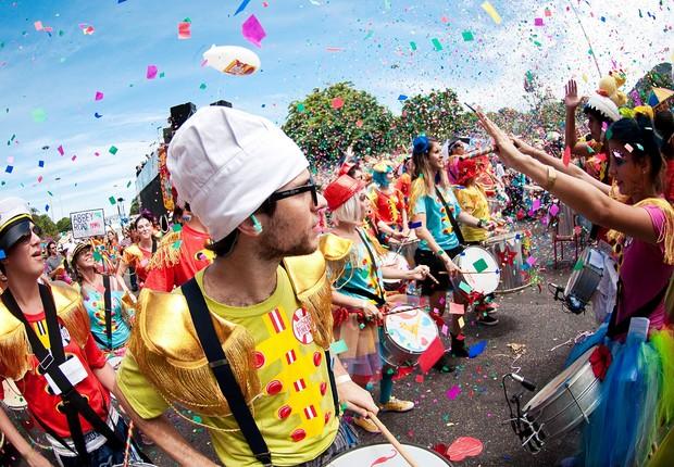 Crise reduz patrocínios e muda perfil do carnaval
