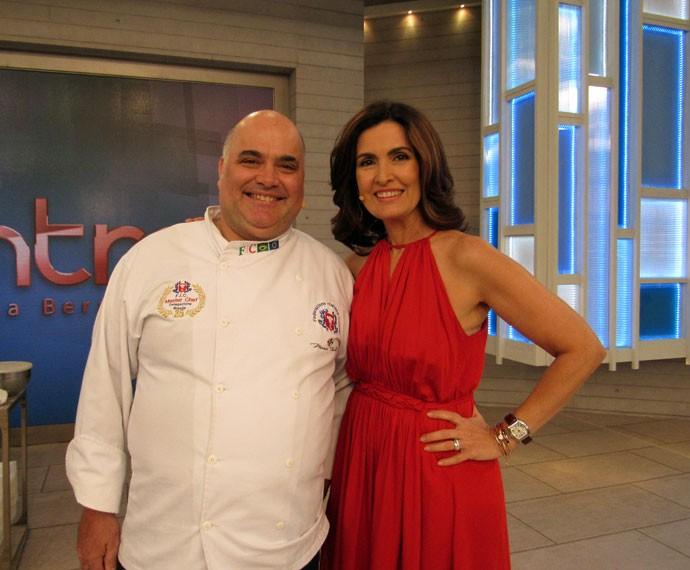 Fátima com um convidado do programa  (Foto: Priscilla Massena/Gshow)
