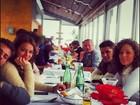 Bruna Marquezine e Jayme Monjardim almoçam com elenco