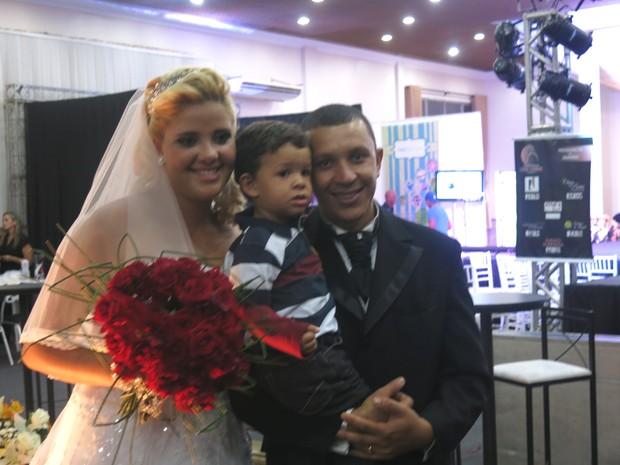 Larissa e Denilson ao lado do filho Heitor (Foto: Rodrigo Martins/ G1)