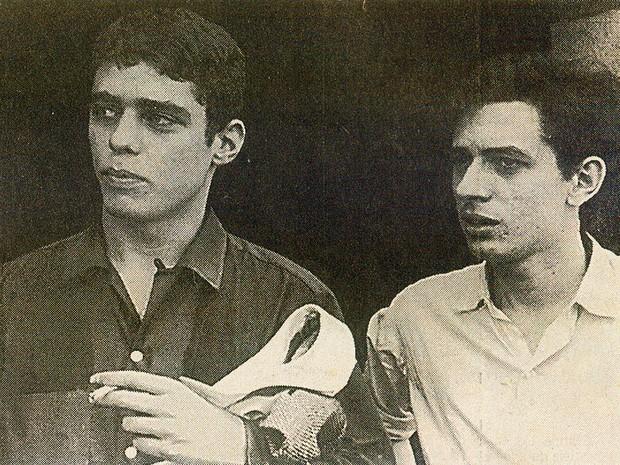 O poeta piauiense Torquato Neto com o cantor e compositor Chico Buarque de Holanda (Foto: Divulgação)