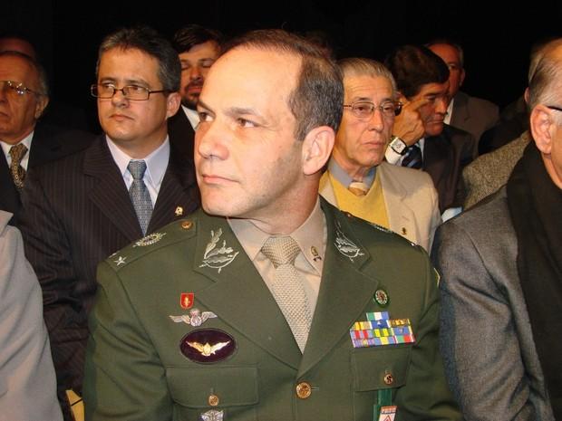 Roberto Peternelli Júnior recebe o título de Cidadão Pelotense na Câmara Municipal de Pelotas (RS) (Foto: Câmara Municipal de Pelotas/Divulgação)