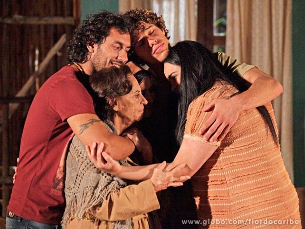 Maria Adília pede segredo sobre sua volta (Foto: Flor do Caribe / TV Globo)