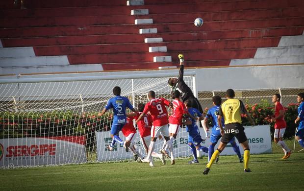 Marcão diz que houve 'falta de sorte' no gol do Confiança (Foto: Fillipe Araújo/CBV)