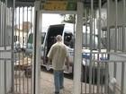 Para evitar assaltos, usuários de van têm de passar por detector de metais