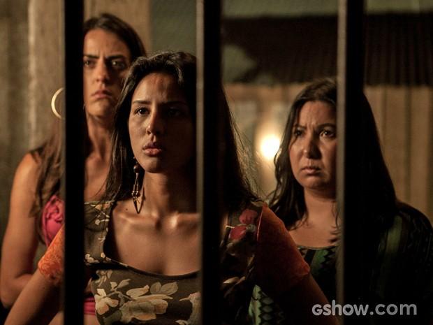 Ana Fátima encara Kléber e pergunta se foi ele quem matou sua mãe (Foto: Inácio Moraes/TV Globo)