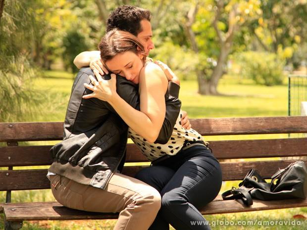 Rebecca fica emocionada quando Pérsio declara seu amor (Foto: Ellen Soares/ TV Globo)