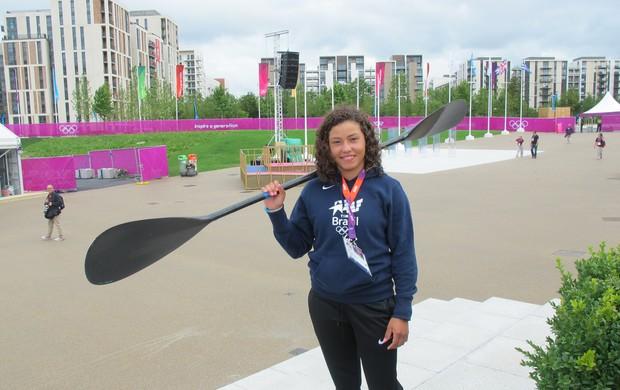 Ana Sátila é a primeira brasileira a entrar na Vila Olímpica (Foto: Danielle Rocha/Globoesporte.com)