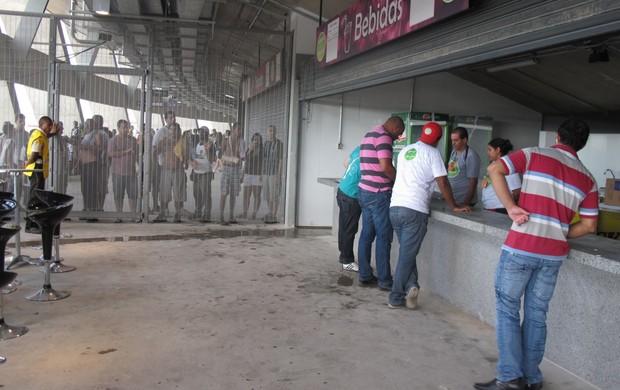 Bares do Mineirão fechados durante o clássico (Foto: Felippe Costa)