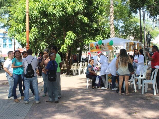Grupos sociais realizaram ato em alusão ao dia de combate à Aids (Foto: Catarina Costa / G1)