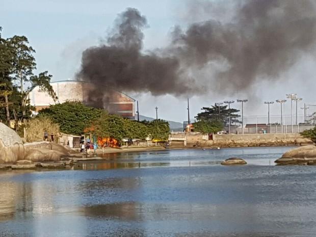 Incêndio foi registrado na tarde desta sexta-feira (12) (Foto: Fabio Krumenauer/Divulgação)