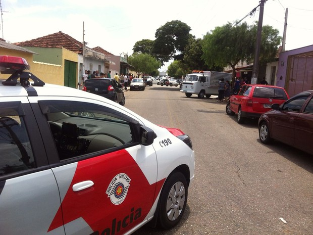 Casal foi encontrado morto dentro da casa em Itapetininga (Foto: Felipe Bella/ TV TEM)