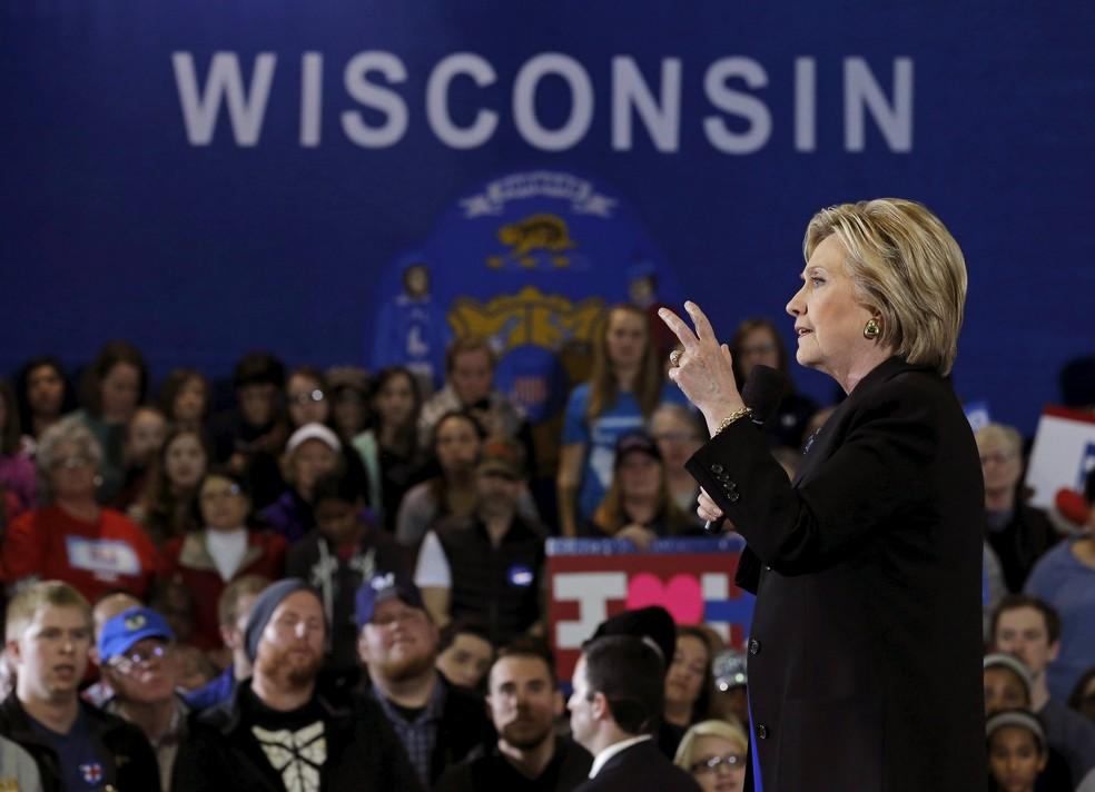 Hillary Clinton discursa em evento de campanha em Milwaukee, no Wisconsin, em março de 2016 (Foto: REUTERS/Jim Young/File Photo)