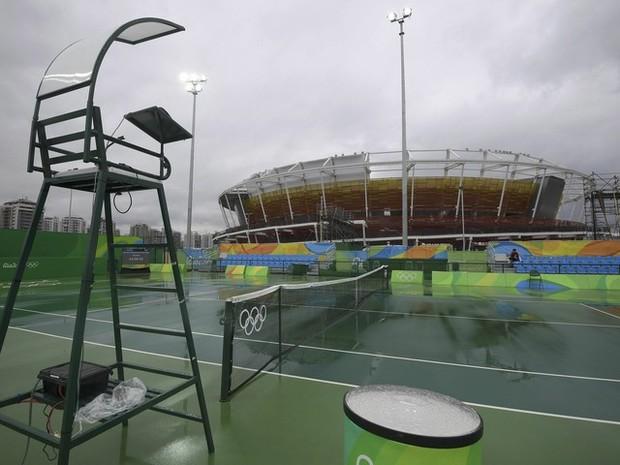 Centro Olímpico de Tênis teve um dia sem partidas por causa das condições climáticas (Foto: Toby Melville/Reuters)