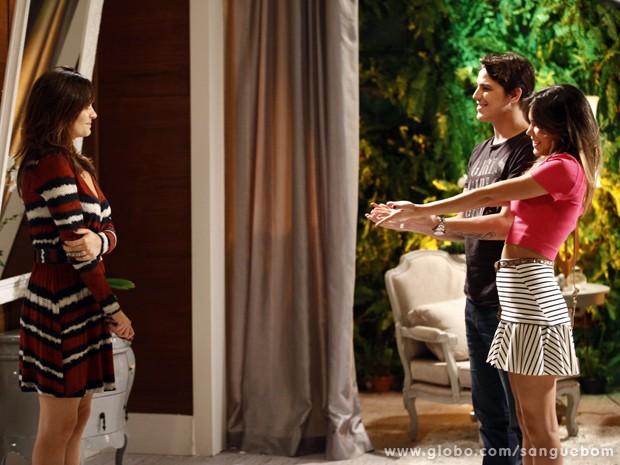Tito e Mel pedem grana a Charlene! (Foto: Inácio Moraes/TV Globo)