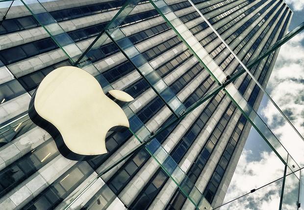 Fachada de edifício com logo da Apple (Foto: Reprodução/Facebook)