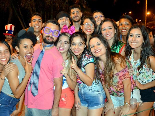 Foliões curtem a sexta-feira de Carnaval no Bloco do Pijama, em São Lourenço (Foto: Luciano Lopes)