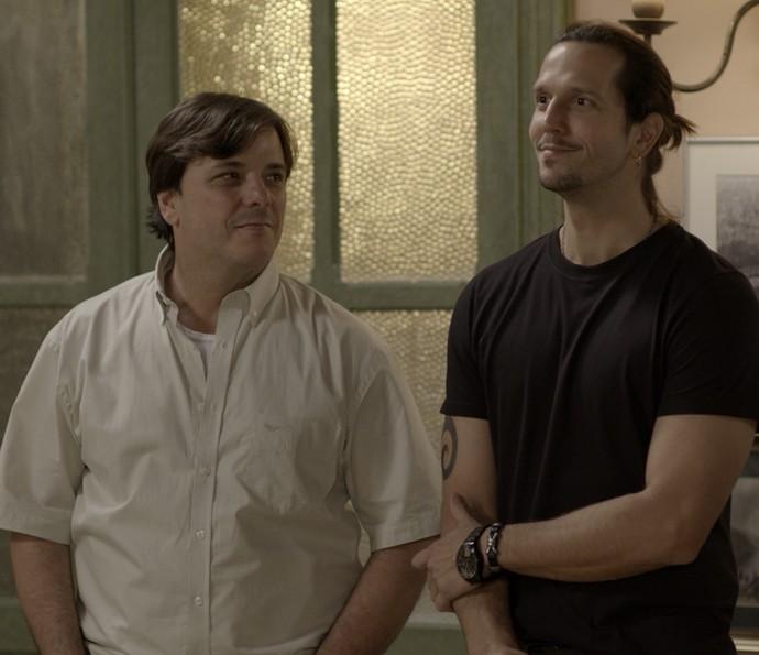 Gui convida Nicolau para fazer parte da banda (Foto: TV Globo)