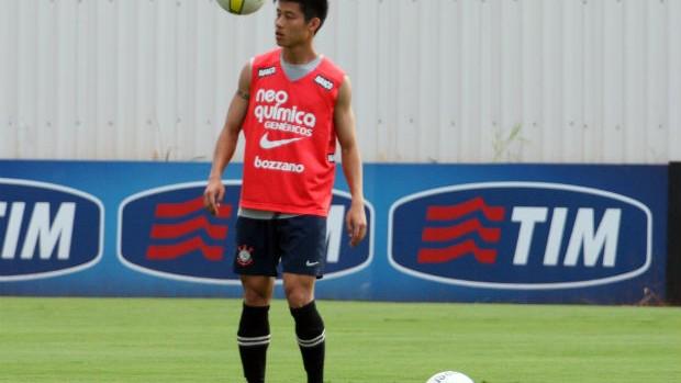 Zizao em treino do Corinthians (Foto: Anderson Rodrigues / Globoesporte.com)