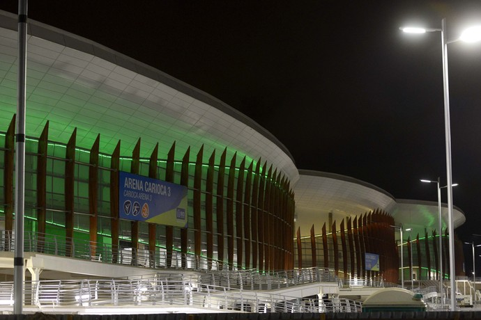 Arenas Cariocas 1 iluminado verde e amarelo 100 dias para as olimpíadas (Foto: J. P. ENGELBRECHT/Prefeitura do Rio)