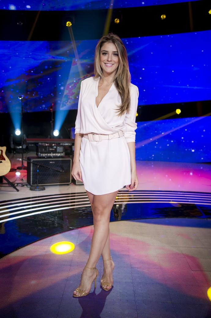 Rafa Brites deixa as pernas de fora em vestido branco (Foto: Isabella Pinheiro/Gshow)