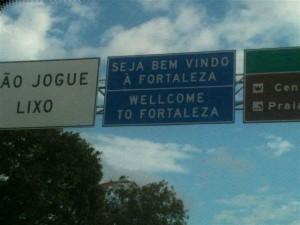 Placa na BR está na entrada de Fortaleza (Foto: Leydiane Andrade/VC no G1)