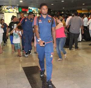 Desembarque do Sport (Foto: Aldo Carneiro (Pernambuco/Press))