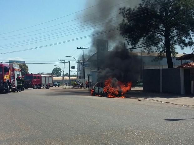 incêndio, carro, macapá, amapá (Foto: Kaio Azevedo/Arquivo Pessoal)