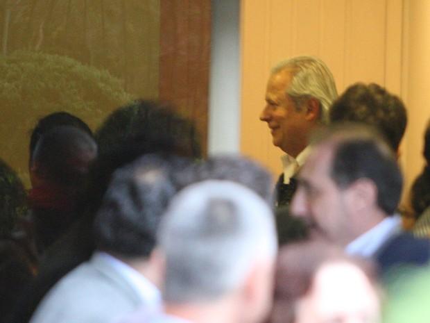 O ex-ministro da Casa Civil José Dirceu acompanha com parentes, amigos e colegas de militância política a sessão do STF de julgamento de recursos do mensalão (Foto:  Marcos Alves / Agência O Globo)