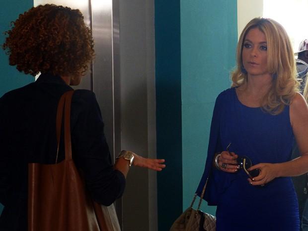 Verônica se explica para Pamela e tenta alertar a diva  (Foto: Geração Brasil / TV Globo)