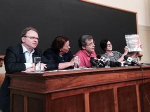 Coletiva de imprensa divulga resultados parciais de análises das ossadas em Perus (Foto: Olívia Florência/G1)
