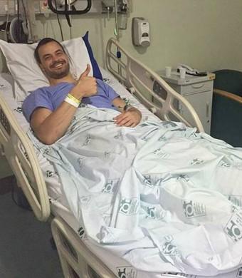Riad, do vôlei, após cirurgia no joelho (Foto: Reprodução/Instagram)