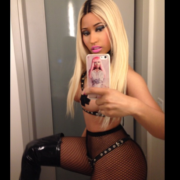 Nicki Minaj posa com look sexy (Foto: Instagram/ Reprodução)