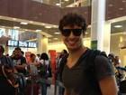 Cauã Reymond fica preso em aeroporto por causa de mau tempo