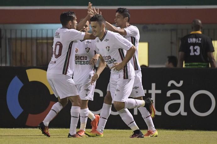 Cícero; comemoração Fluminense x Chapecoense (Foto: Estadão Conteúdo)
