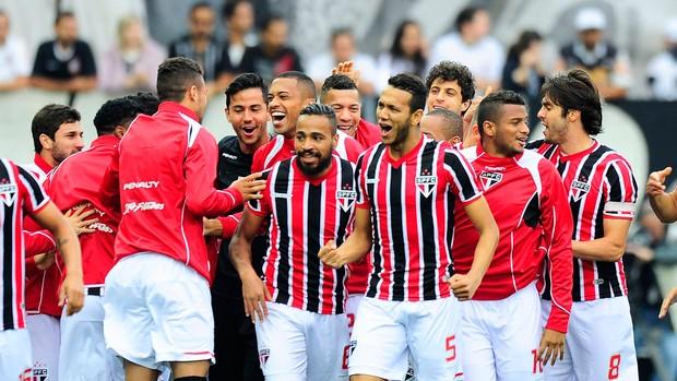 Souza gol São Paulo x Corinthians (Foto: Marcos Ribolli)