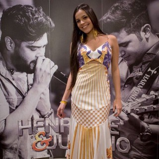 Emilly no camarim do show de Henrique e Juliano em 2015 (Foto: Reprodução/Instagram)