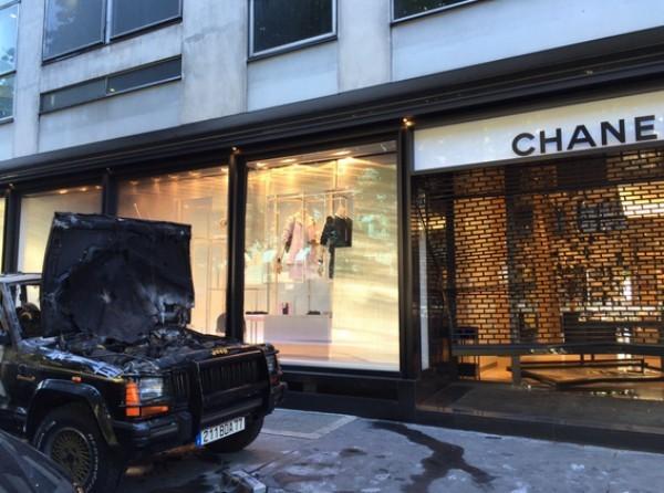 A boutique da Chanel que fica na Avenida Montaigne levou um prejuízo avaliado em R$ 1,4 milhão (Foto: Reprodução)