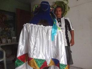 Márcio Gomes é o homem por trás do Boi Pavulagem há 26 anos. (Foto: Luana Laboissiere/G1)