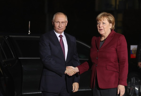 Vladmir Putin e Angela Merkel (Foto: Getty Images)