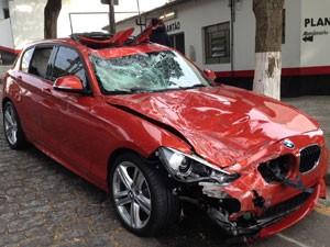 Dono de BMW fugiu do local do acidente (Foto: Glauco Araújo/G1)