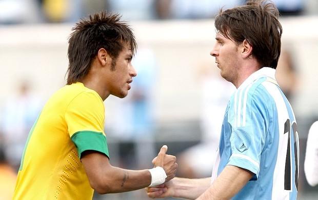 Neymar e Messi na partida do Brasil contra a Argentina  (Foto: Mowa Press/ Globoesporte.com)